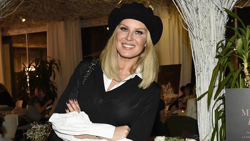 Kráska s baretem zavzpomínala na léta strávená v Paříži.