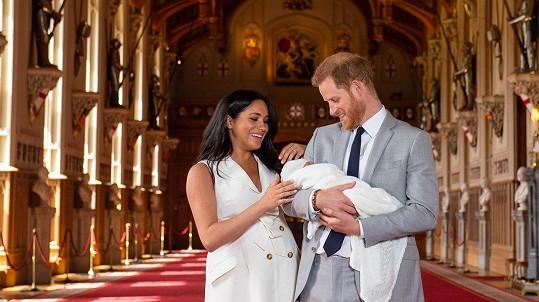 Harry a Meghan mají syna, který dostal jméno Archie.