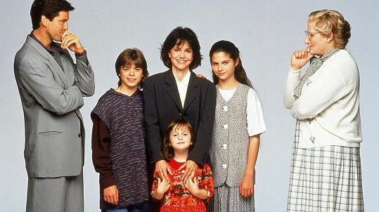 Brosnan se setkal s dětmi z komedie Táta v sukni.