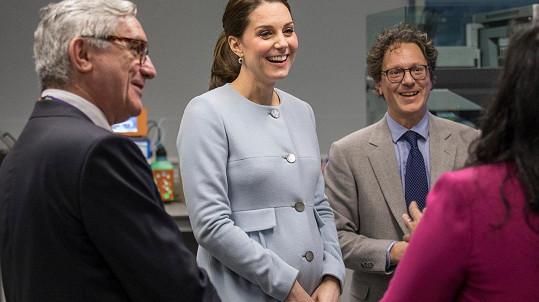 Kate bude v dubnu trojnásobnou maminkou.
