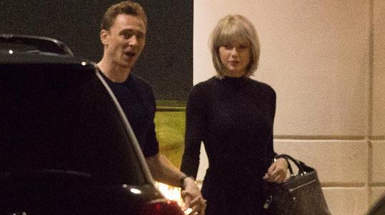 Taylor Swift a Tom Hiddleston už lásku netají.