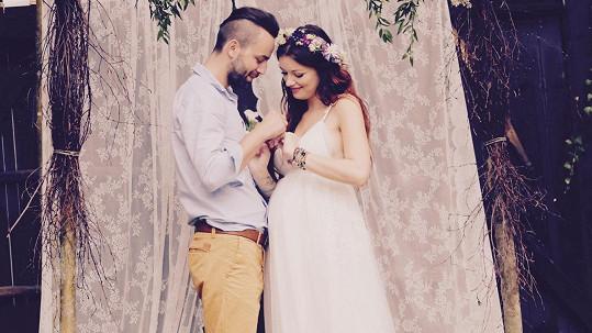 Česká Miss 2010 se vdala za otce očekávaného miminka.
