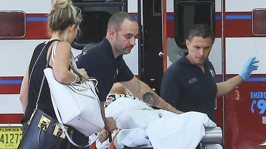 Rita Ora skončila v nemocnici.