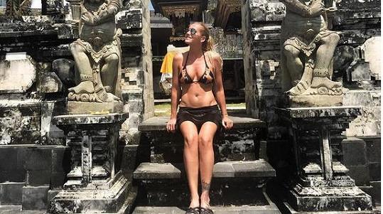 Dara Rolins tráví měsíc na Bali.