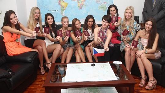 Dívky volily na zastupitelství České republiky v Manile.
