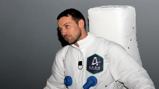 Lukáš Hejlík si vyzkoušel roli kosmonauta.