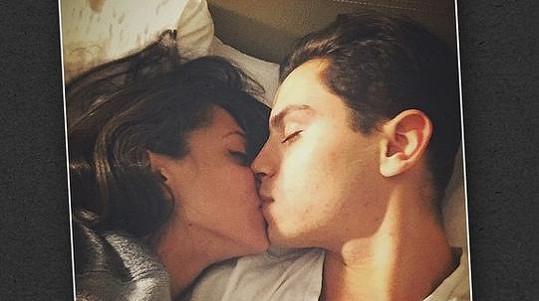 Herec Jake T. Austin se podělil se svými 1,3 milióny fanoušky o intimní snímek se svou drahou polovičkou...
