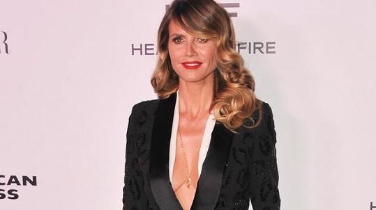 Heidi Klum mezi módní ikony zařazena nebyla. Možná by to chtělo přidat s oblečením.