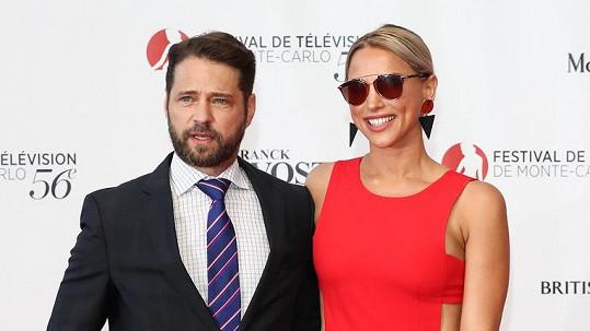 Jason Priestley s manželkou Naomi Lowde