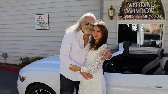 Daniel Hůlka se v Las Vegas oženil.