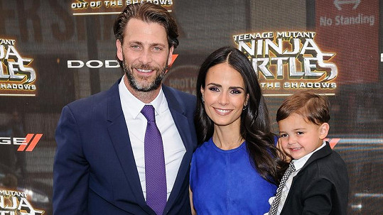 Jordana Brewster s manželem Andrewem a synem Julianem