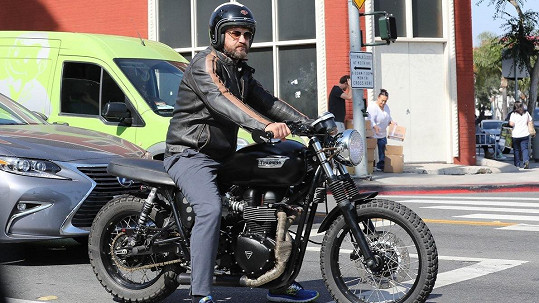 Gerard Butler má rád motorky.