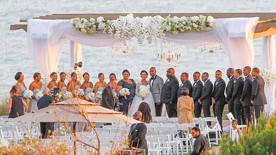 Svatba se uskutečnila na kalifornské pláži.