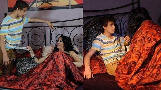 Žilkové syn Vincent při erotických hrátkách se svou kmotrou Evou Čížkovskou.