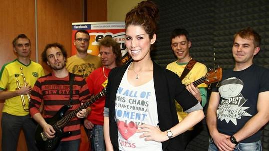 Victoria & Band.