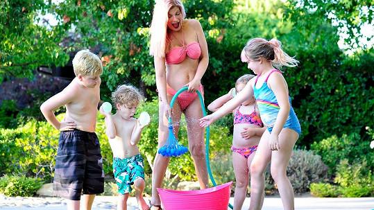 Tori Spelling bude po páté maminkou.