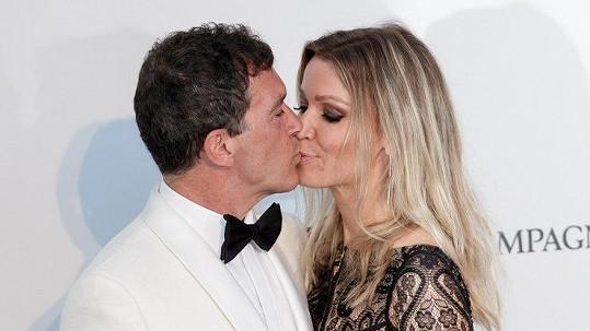 Antonio Banderas s partnerkou Nicole Kimpel