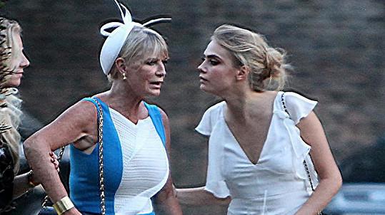 Cara s matkou Pandorou