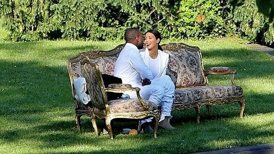 Kim a Kanye jsou stále plní lásky.