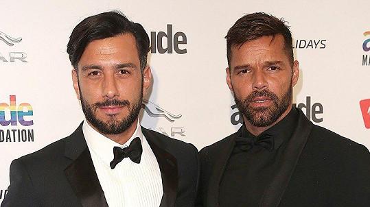 Ricky Martin a Jwan Yosef (zprava) se radují z holčičky.