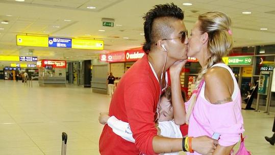 Objetí od Antonia a polibek od Martiny.
