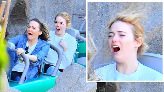 Všechny atrakce, které Emma vyzkoušela, si s nadšeným smíchem a křikem užila.