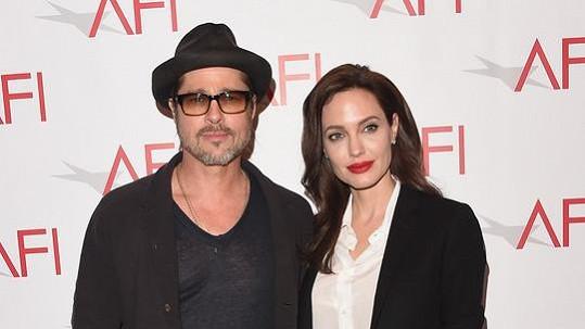 Angelina a Brad si dopřáli dvě svatby.