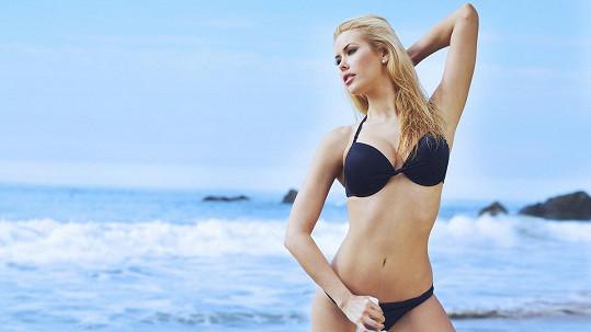 Kennedy Summers je nejen modelka, ale i atraktivní studentka medicíny...