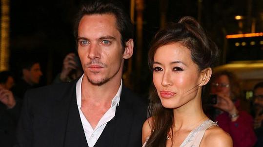 Jonathan Rhys Meyers s manželkou Marou Lane