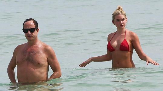 Pauly Shore si pořídil sexy milenku.