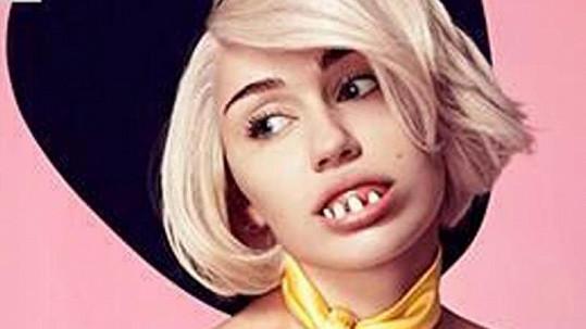 Miley Cyrus vyměnila své dokonalé zuby za protézu...