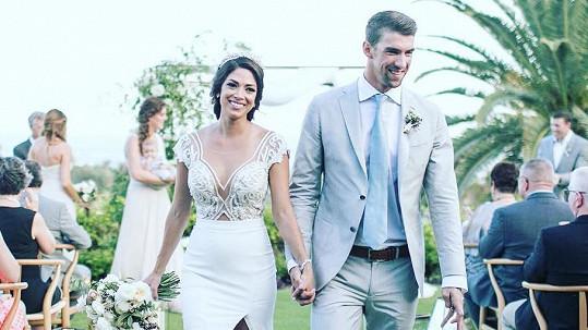 Michael Phelps pojal za manželku dlouholetou partnerku Nicole Johnson.
