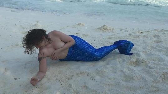Lena Dunham se prezentuje podivným způsobem.
