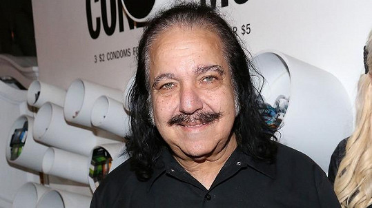 Ron Jeremy je porno legendou.
