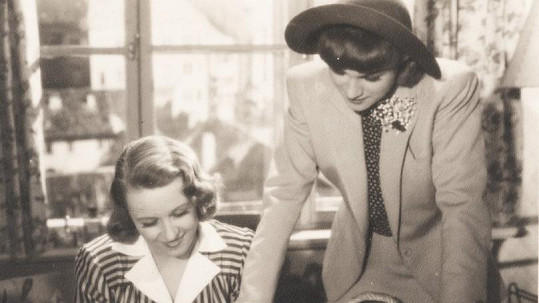 Nataša Gollová a Adina Mandlová (vpravo) - kamarádky, kolegyně i sokyně v lásce.
