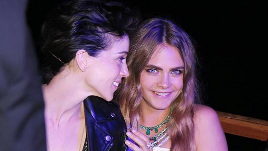 Cara s expřítelkyní St. Vincent