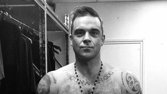 Robbie Williams připravil fanynce nepříjemný zážitek.