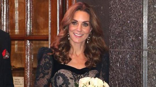 Vévodkyně z Cambridge svou přítomností v divadle The London Palladium podpořila charitativní organizaci Royal Variety.