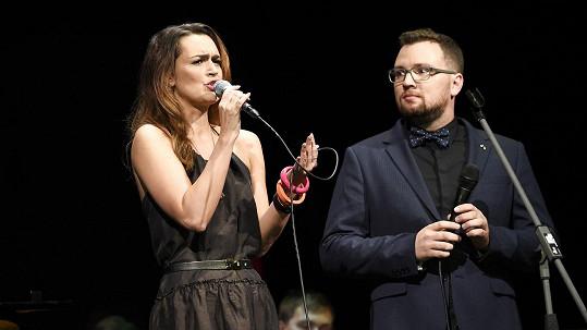 Daniela Písařovicová si zazpívala na swingovém galakoncertu.