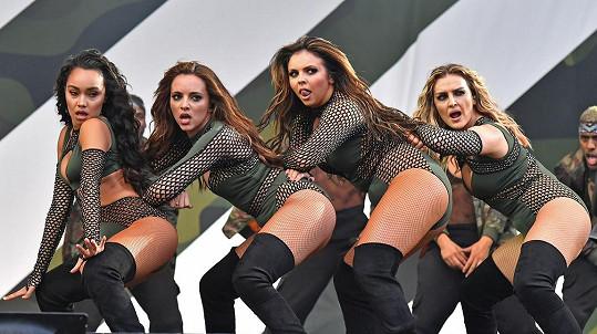 Little Mix během nedělního vystoupení v Chelmsfordu