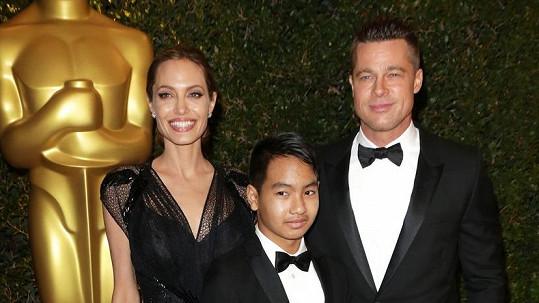 Angelina Jolie a Brad Pitt se pochlubili synem Maddoxem.