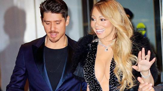 Mariah Carey se pochlubila ňadry a přítelem.