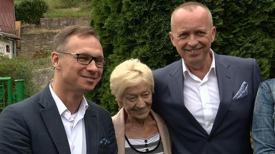 Karel Voříšek s partnerem Vladimírem Řepkou a maminkou