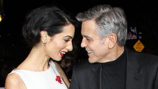 Mezi Amal a Georgem to pořád jiskří...