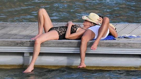 Sharon Stone si užívá románek s mladším mužem.