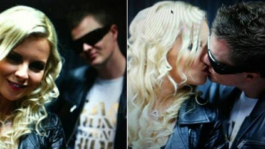 Kateřina Kristelová s přítelem Kazmou při vášnivém polibku.
