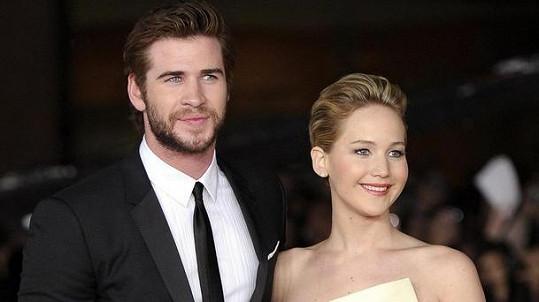 Jennifer a Liam mají prožívat lásku i po skončení natáčení Hunger Games.