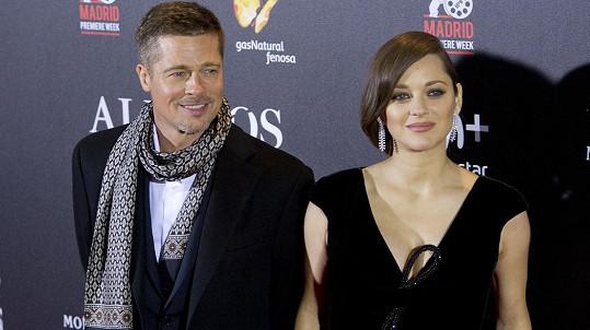 Marion a Brad propagují film Spojenci.