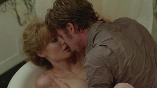 Brad Pitt a Angelina Jolie si ve filmu U moře prošli manželskou krizí.