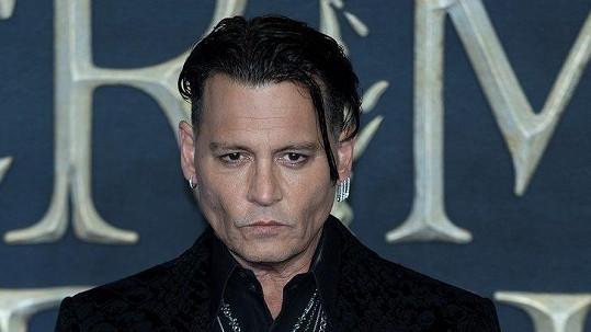 Johnny Depp prožívá novou lásku.